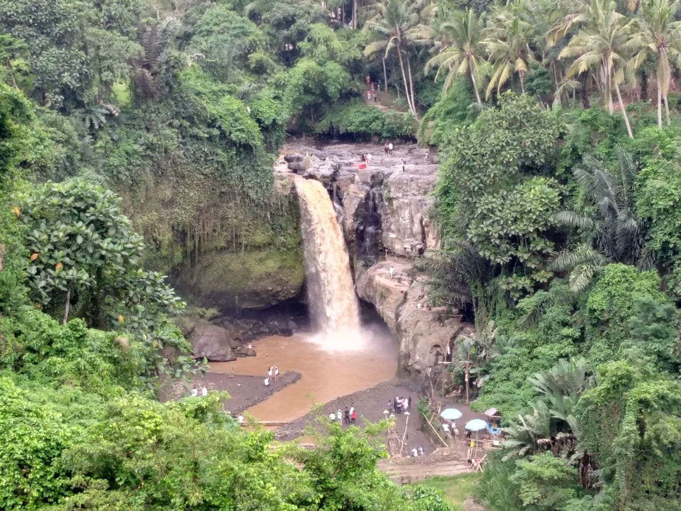 Tegenungan water fall 00006