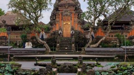 Pura taman Saraswati-featured