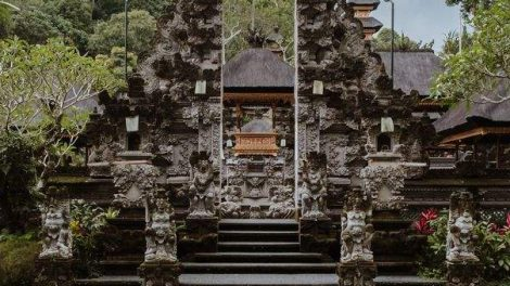 Gunung Lebah Temple-featured